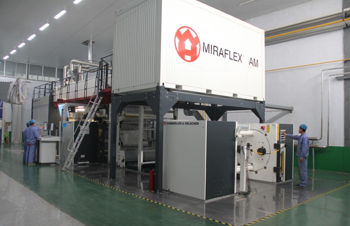 Im Juli 2013 wurde W & H-Tiefdruckmaschine (8 Farben) in zum Einsatz